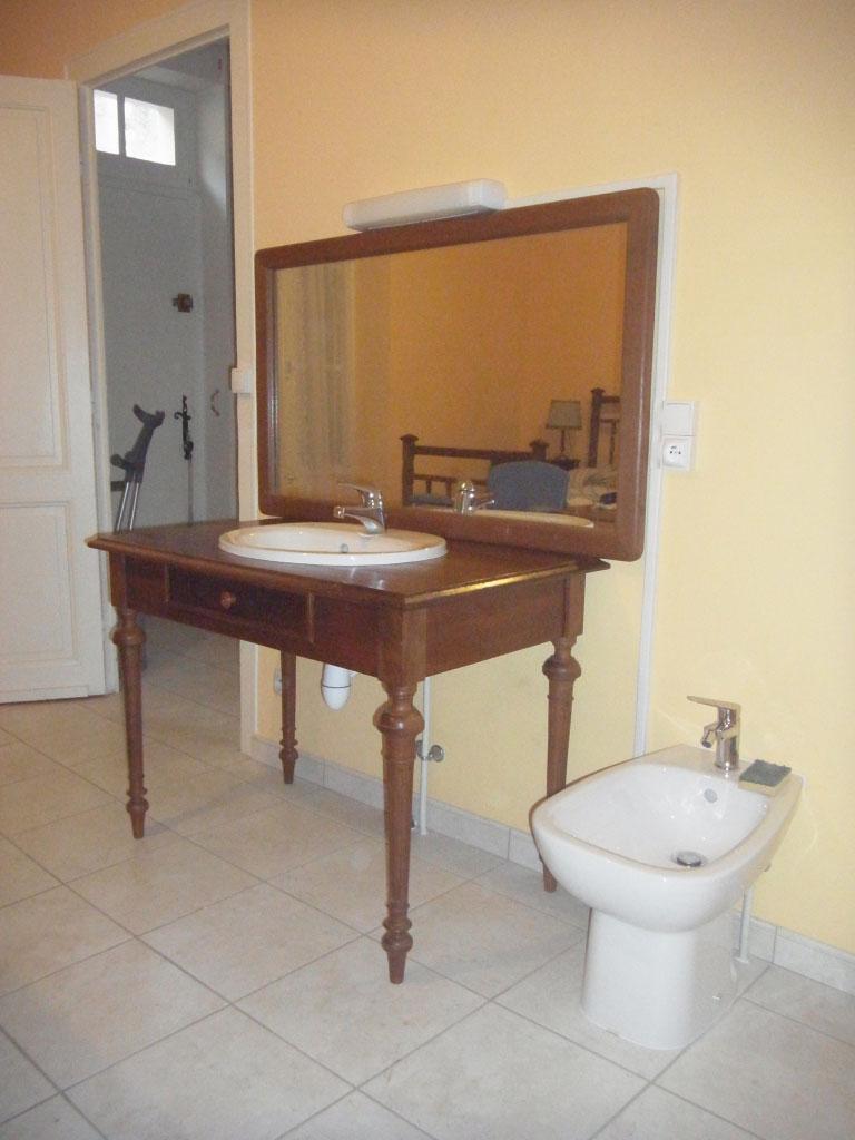 Aménagement cabinet de toilette pour une Personne à Mobilité Réduite PMR
