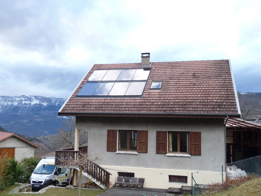installation de chauffage solaire en solaire direct Solisart avec 8 capteurs