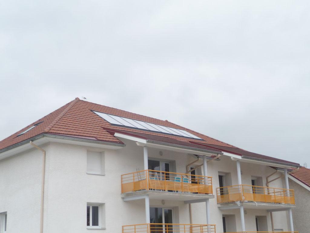 Installation d'un chauffage solaire collectif SOLISART avec appoint par chaudière gaz De Dietrich