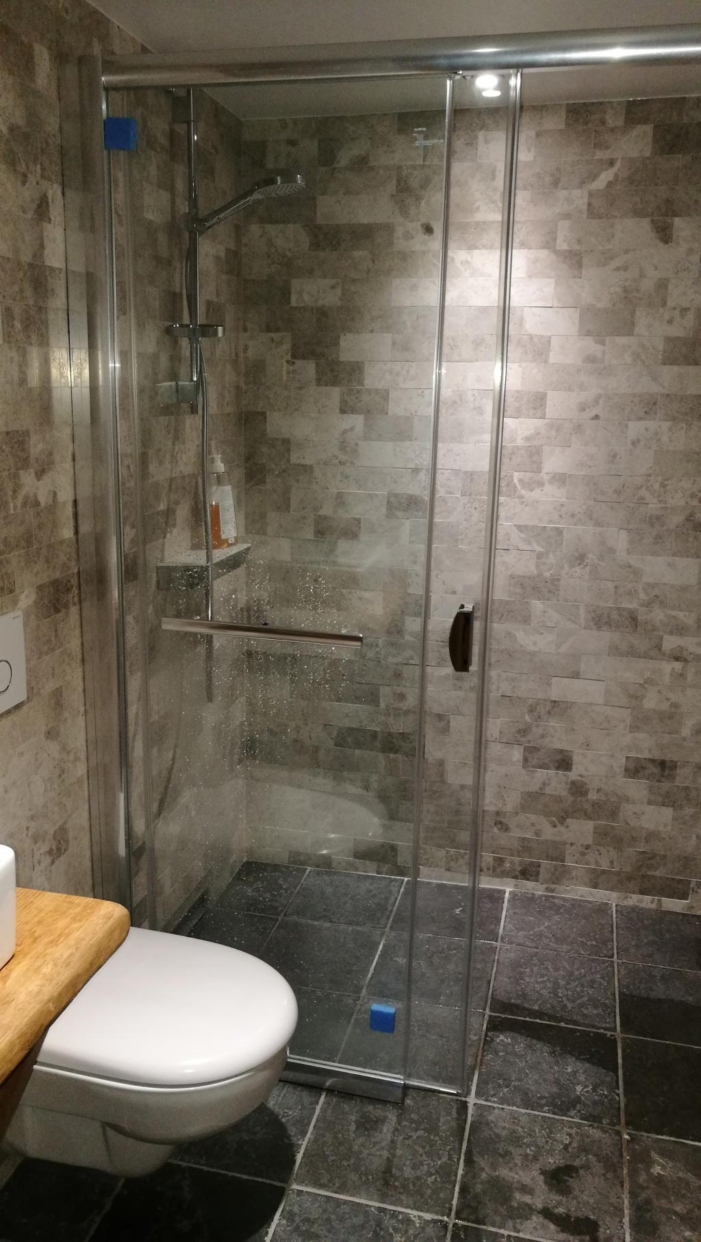 Création d'une salle d'eau et d'un WC suspendu dans une résidence secondaire-Finistère (29)