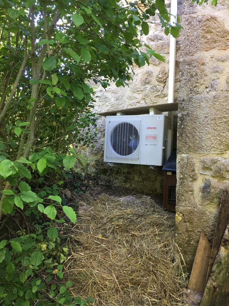 Installation d'une climatisation réversible avec 2 unités intérieures à Faycelles - Lot - 46