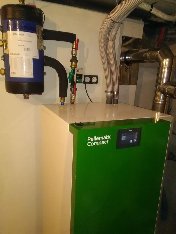 Installation chaudière granulés de bois OKOFEN PES212 à système d'aspiration de granulés avec silo textile KGT1814FR