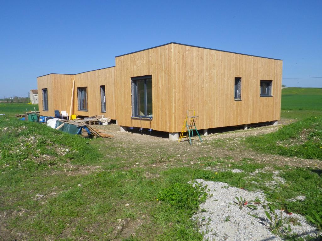 Notre réalisation : pose de Fenêtres pvc capotées aluminium sur maison ossature bois