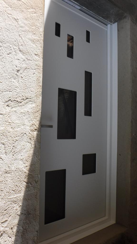 Notre réalisation : Pose de porte entrée  PVC Finstral en Rénovation