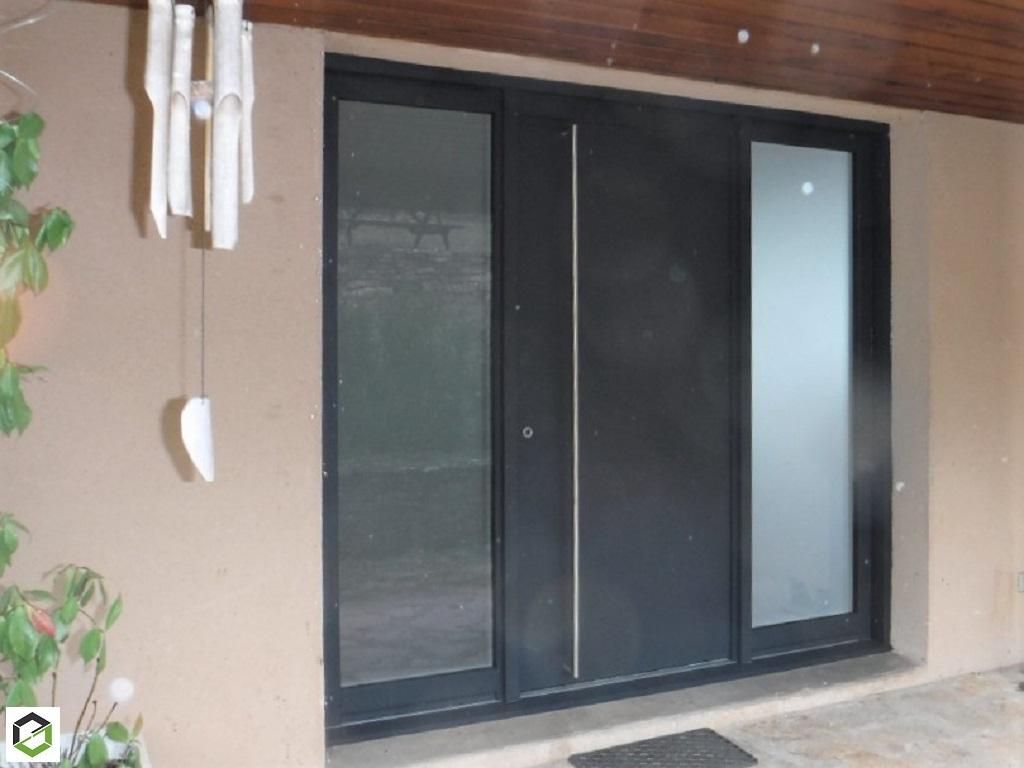 Notre réalisation : pose d'une porte entrée aluminium  en rénovation