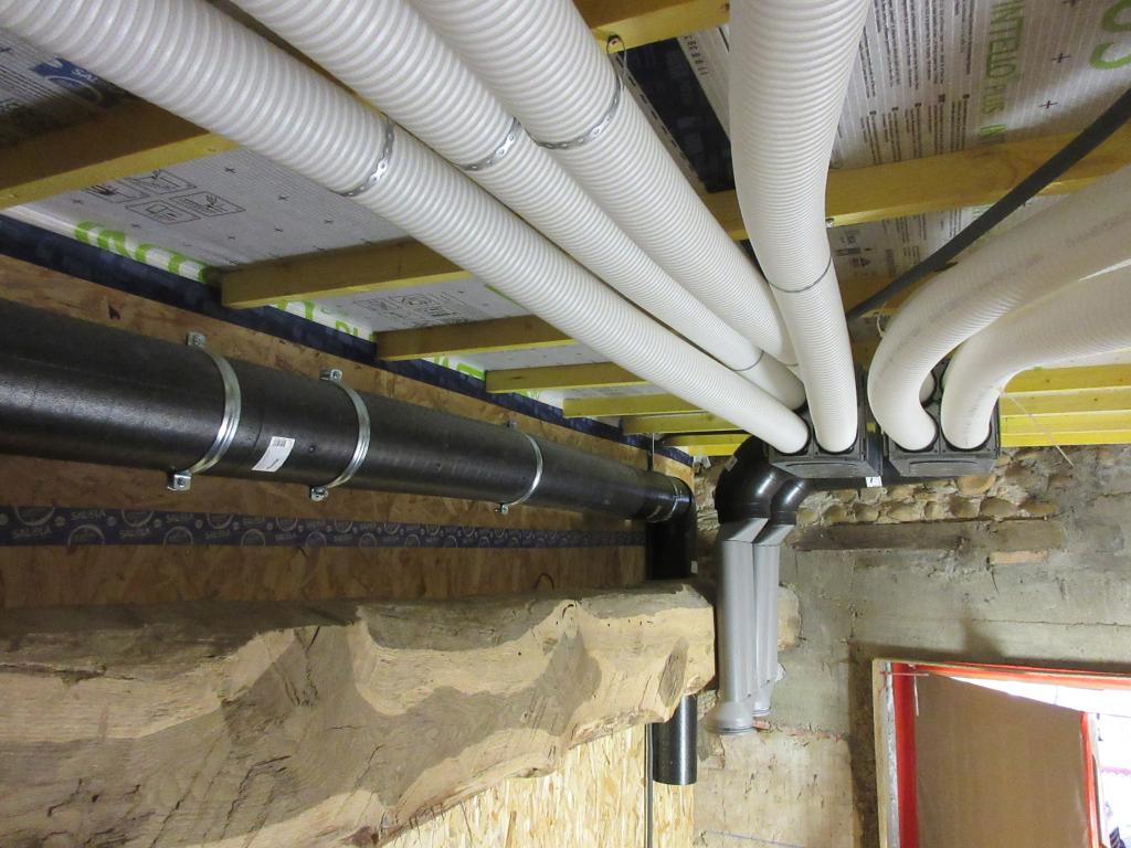 Installation VMC double flux dans une grange traditionnelle réaménagée - La Côte-Saint-André