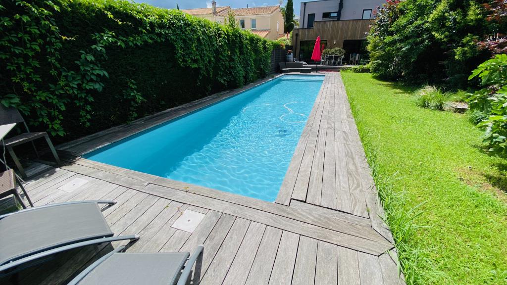 Installation d'une pompe à chaleur pour chauffer une piscine-Gironde (33)