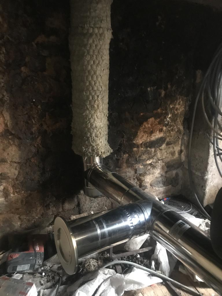 Réalisation d'un tubage dans une cheminé pour une chaudière à pellets