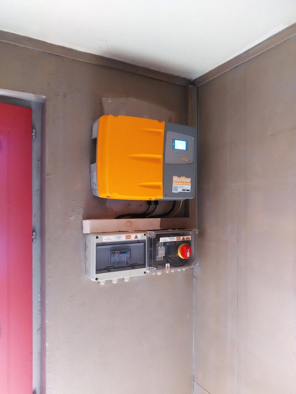 Changement d\'un onduleur défectueux sue une installation photovoltaïque existante à Roches, Loir et Cher (41)