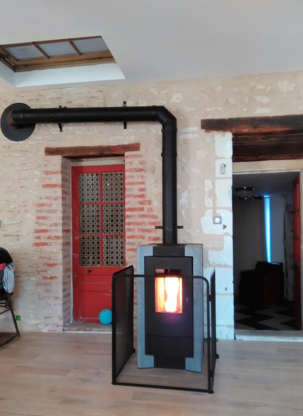 Installation d\'un poêle à granulés de bois  RIKA à Blois, Loir et Cher (41)-Loir et Cher (41)