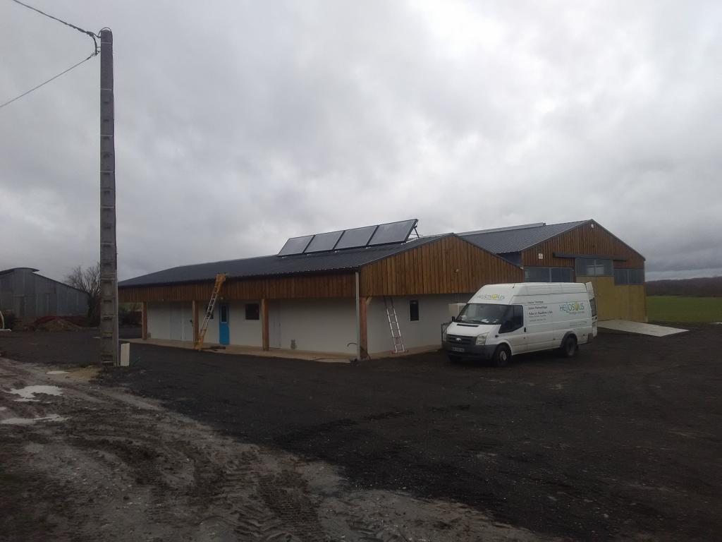 ETS HELIOSOLIS - Eau chaude solaire sur bâtiment d'élevage caprin