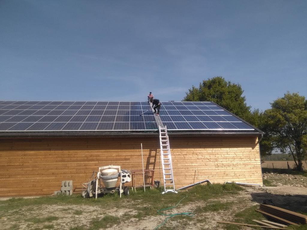 ETS HELIOSOLIS - Nettoyage de panneaux photovoltaïques