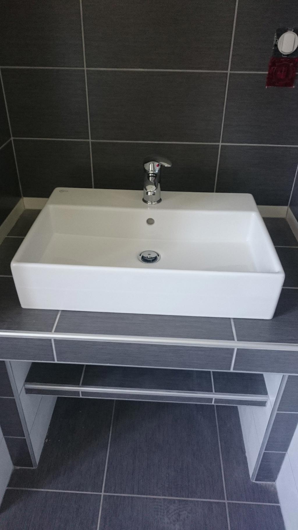 Salle de bain rénovée avec douche à l'Italienne à Sauveterre de Guyenne 33 Gironde