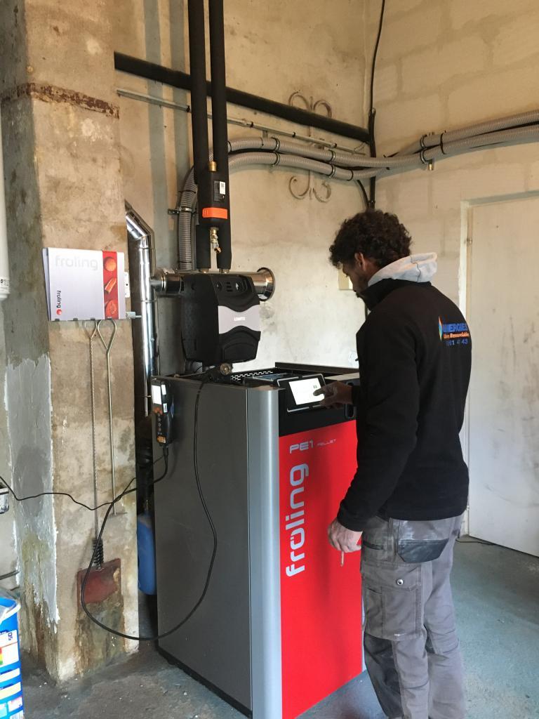 Installation d'une chaudière à granulée FROLING en remplacement d'une chaudière fioul.