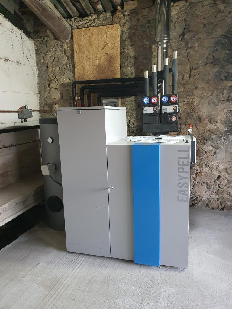 Installation d'une chaudière à granulés OKOFEN marque EASYPELL modèle EP0001