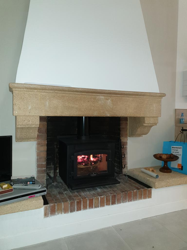 Installation d'un poêle à bois de la marque OSBURN modèle 900