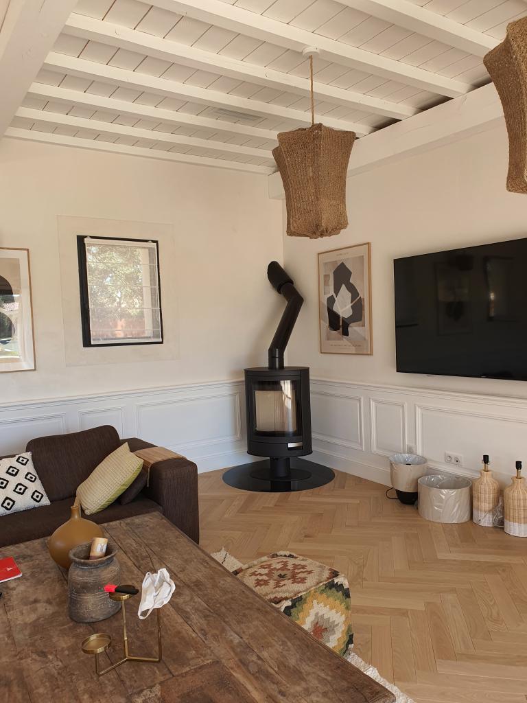 Installation d'un poêle à bois de la marque ROMOTOP modèle STROMBOLI N