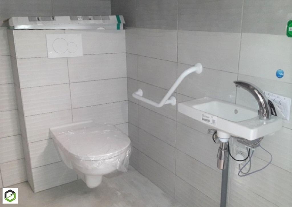 Installation d'équipement sanitaire dans des toilettes pour personnes à mobilité réduite  -Maine et Loire (49)