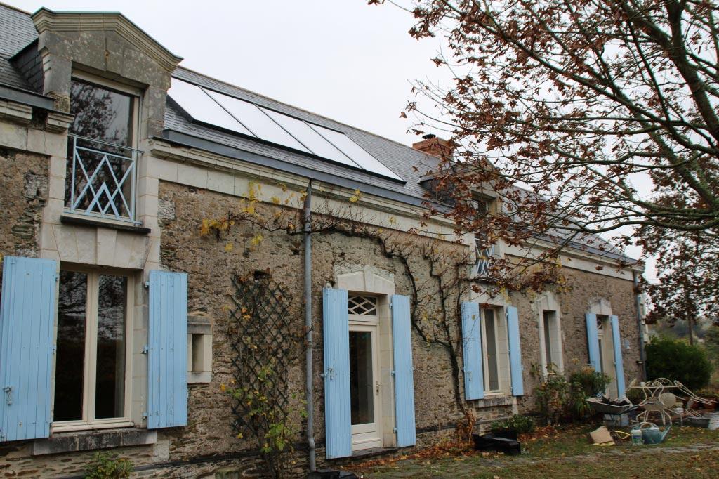 INSTALLATION CHAUFFAGE SOLAIRE ET CHAUDIERE GRANULES DE BOIS OKOFEN POUR DES ECONOMIES-Maine et Loire (49)