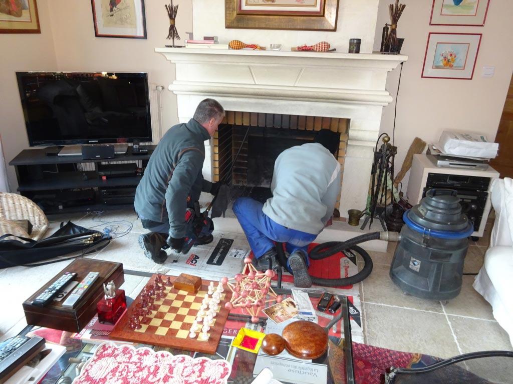 Ramoneur qualifié Maître Artisan 30 Gard et 84 vaucluse - Débistrage cheminé à Pujaut 30133