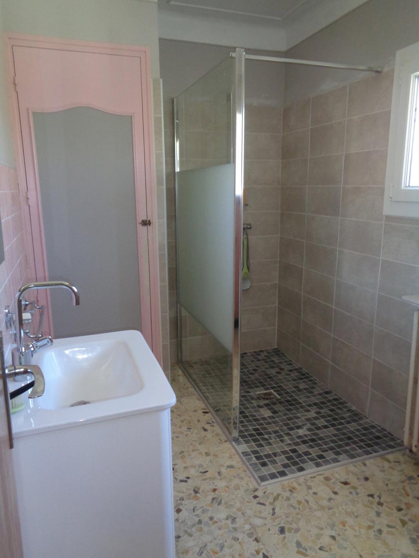 Plombier qualifié Handibat Sylverbat 30 Gard 84 Vaucluse.  Rénovation salle douche pour personne PMR à Roquemaure 30