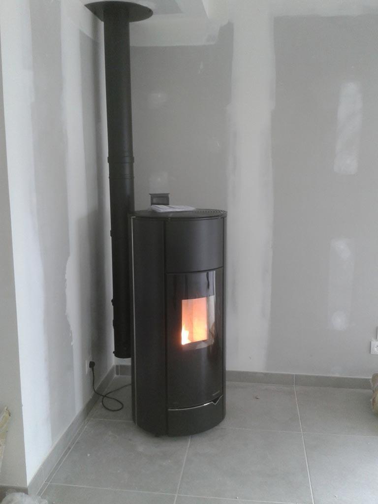 Poêle à granulés de bois (pellets)  Plazzetti comme chauffage principal à Montreuil en Touraine  - 37 Indre et Loire
