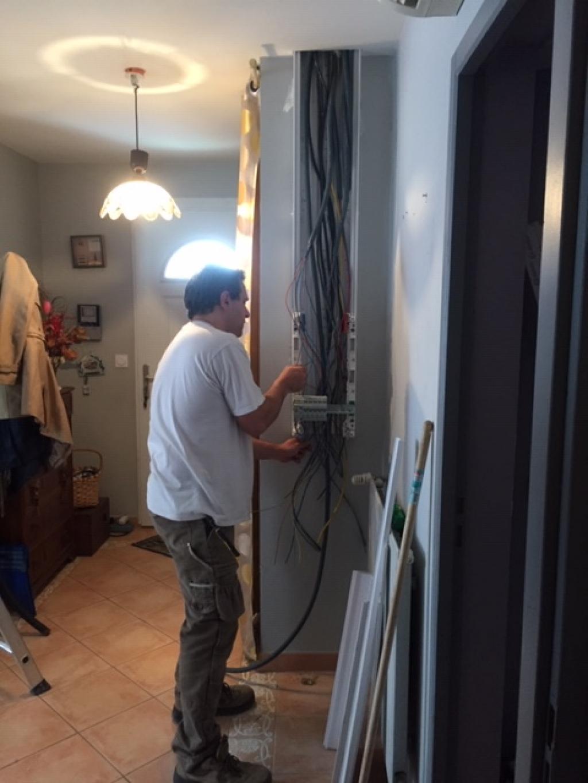 Travaux d'électricité: déplacement du tableau électrique et mise en sécurité de l'installation électrique