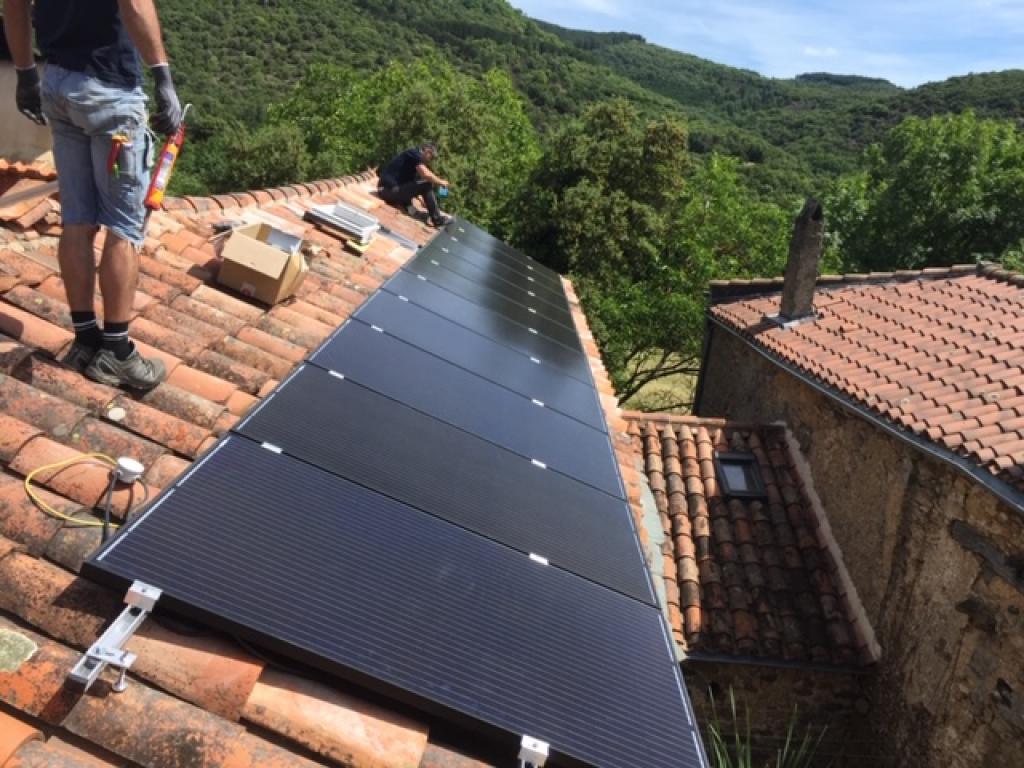 Installation Photovoltaïque en Autoconsommation modules AEG 300Wc et Système Enphase Avec Stockage