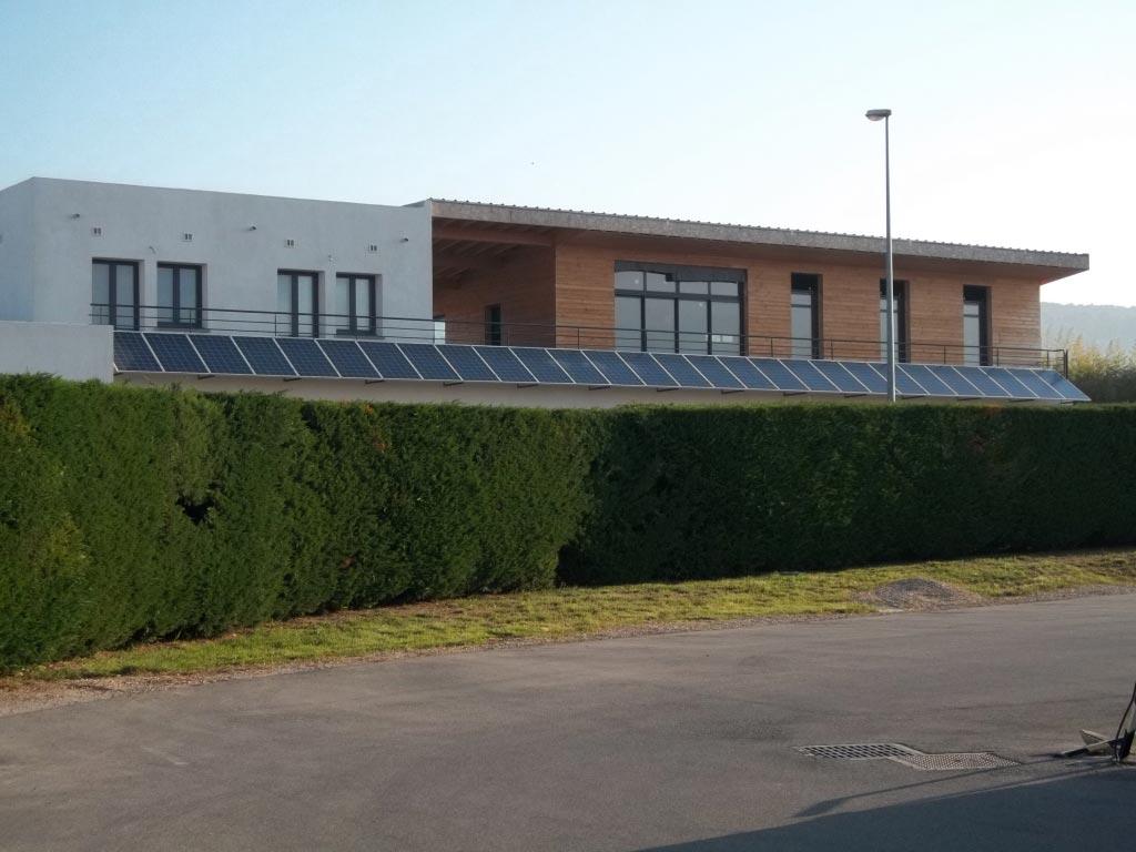 Installation panneaux solaires photovoltaïque intégration au bâti REC micro onduleur ENPHASE