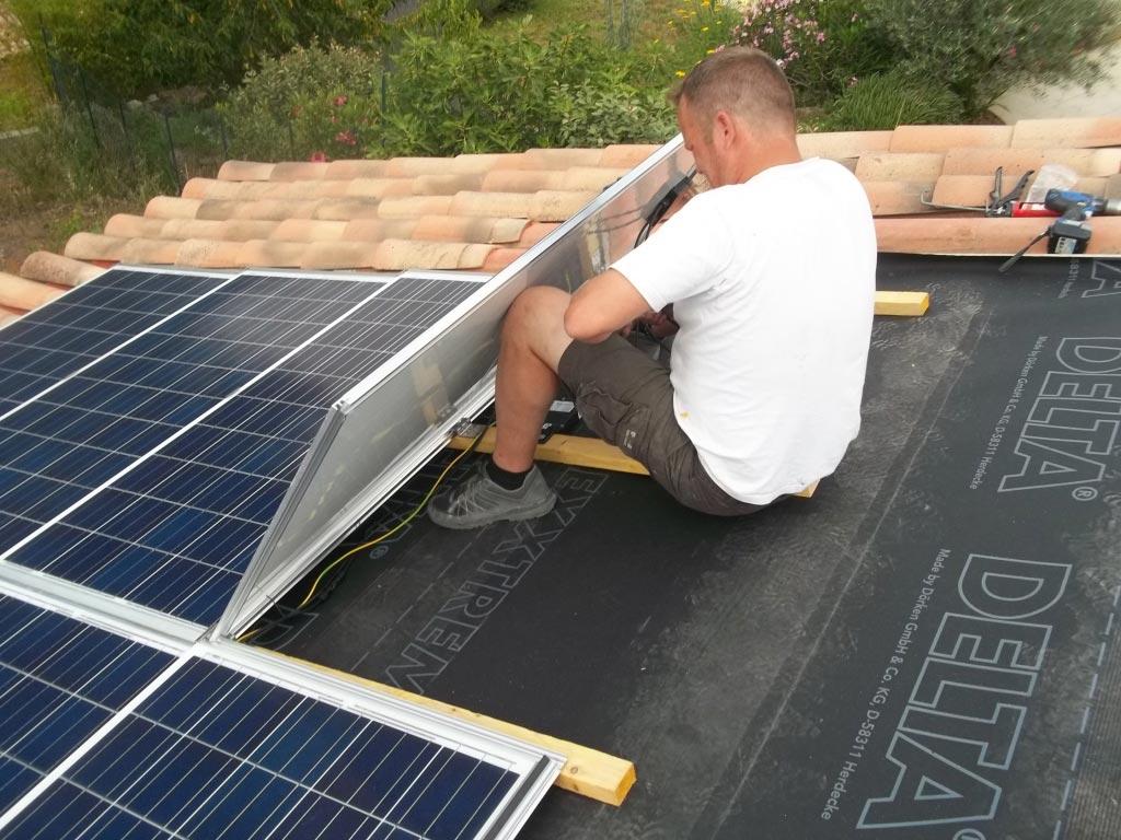Installation panneaux solaires photovoltaïque intégration au bâti CENTROSOLAR optimiseurs et onduleur SOLAR EDGE -Var (83)