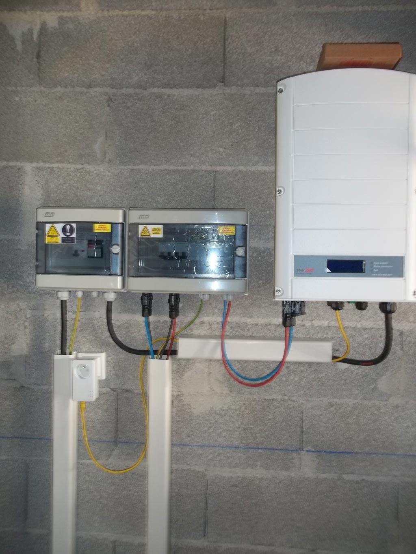 Installation panneaux solaires photovoltaïque intégration au bâti CENTROSOLAR optimiseurs et onduleur SOLAR EDGE