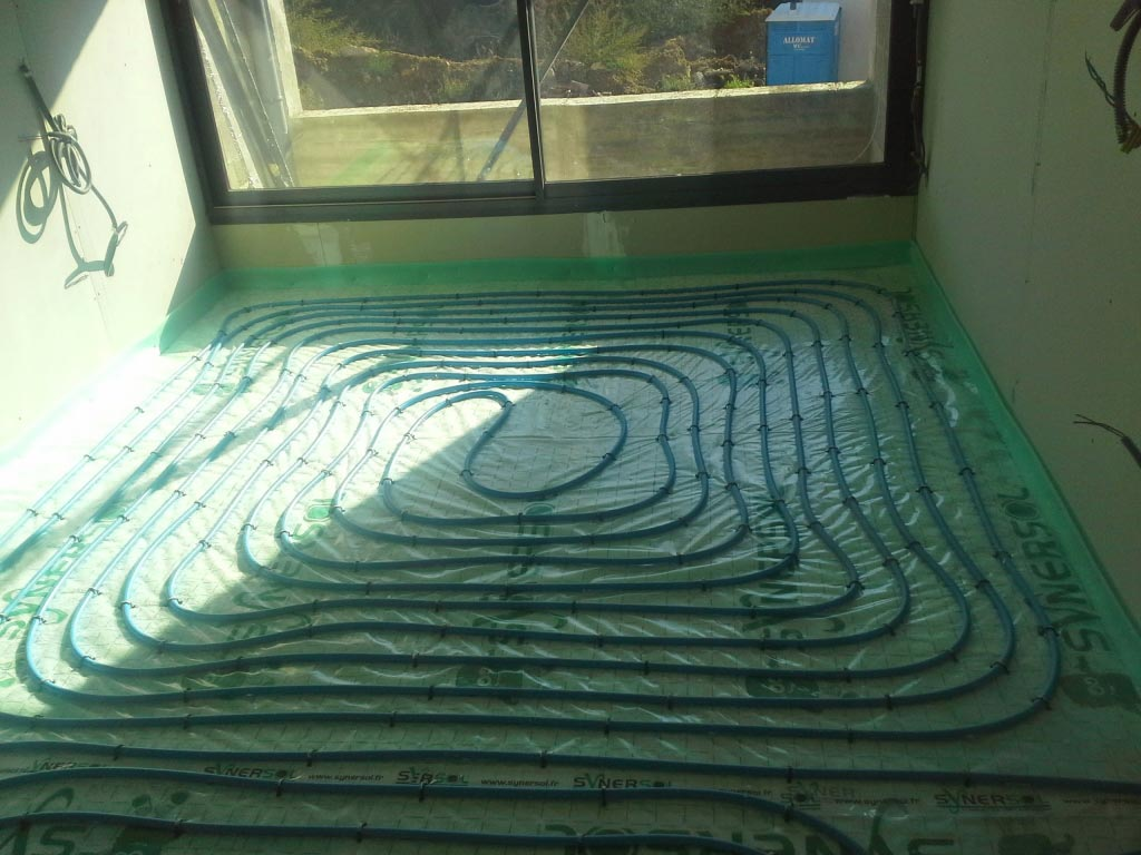 Installation d'un plancher chauffant très basse température et d'une pompe à chaleur air/eau