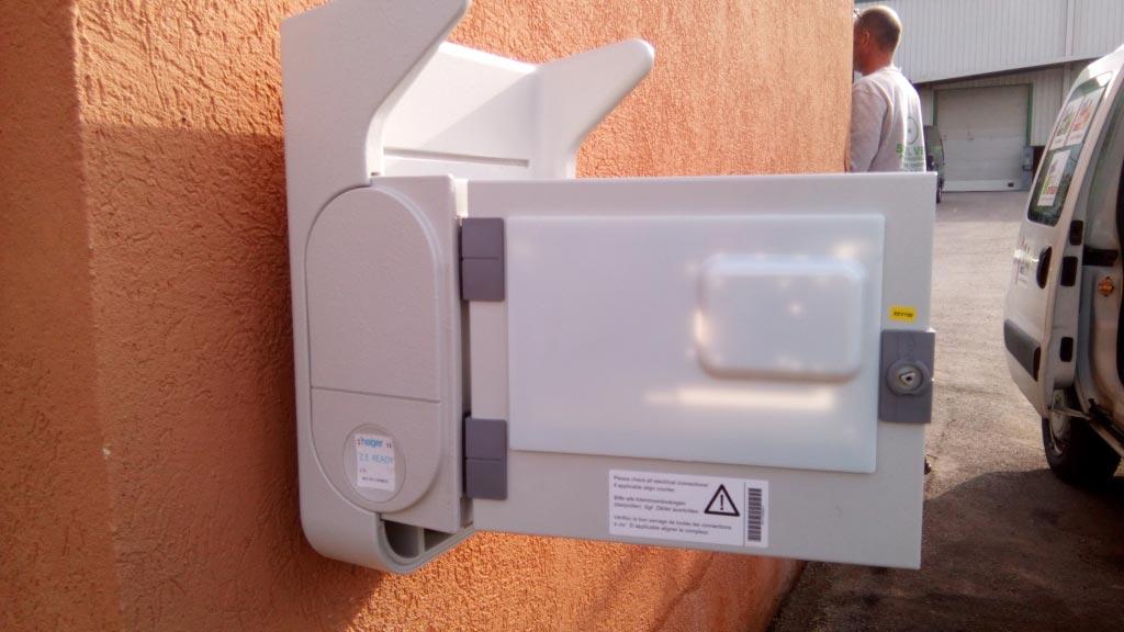 Installation d'une borne de recharge pour voiture électrique à Rousset, Bouches du Rhone-Bouches du Rhône (13)