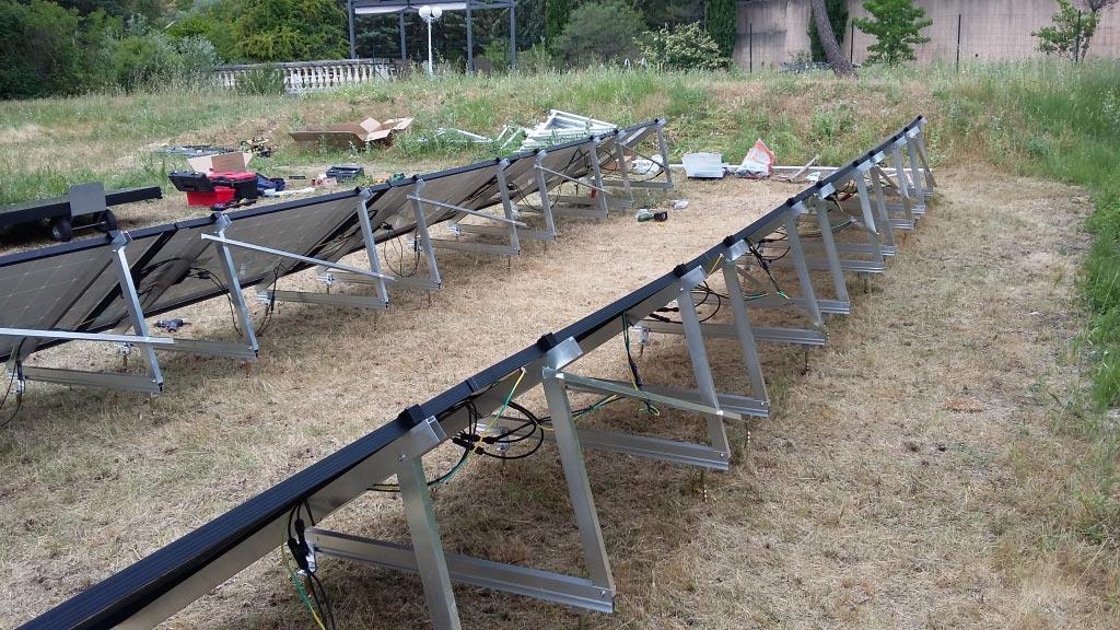 Installation d'un système solaire photovoltaïque au sol d'une puissance de 5400 Wc en auto-consommation-Bouches du Rhône (13)