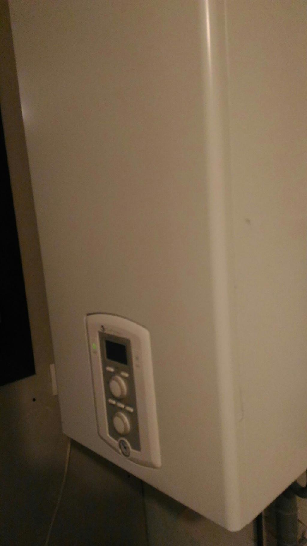 Installation d'une chaudière gaz à condensation Chaffoteaux avec régulation RT2012 climatique programmable-Bouches du Rhône (13)