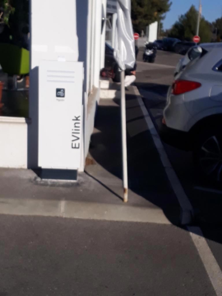 Installation de bornes de recharge garage RENAULT de Gardanne-Bouches du Rhône (13)