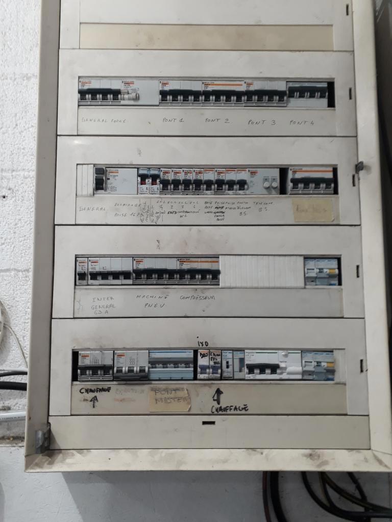 Installation de bornes de recharge garage RENAULT de Venelles-Bouches du Rhône (13)