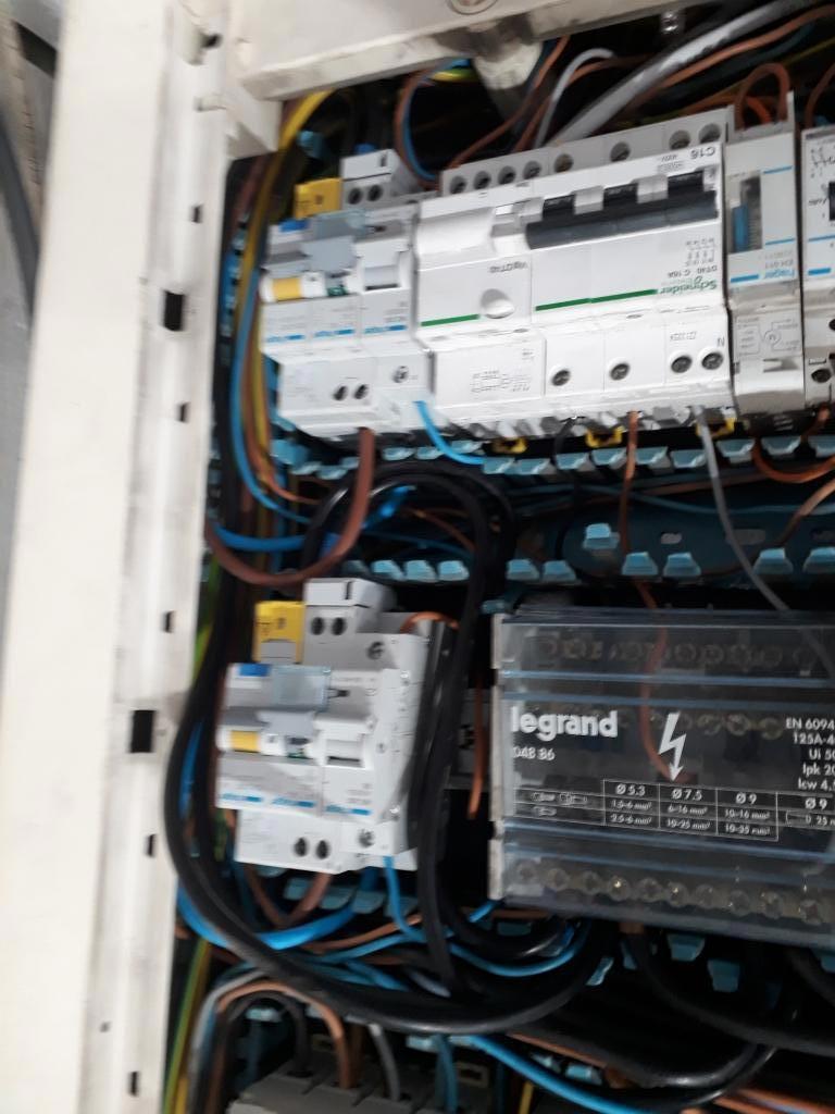 Installation de bornes de recharge garage RENAULT de Venelles