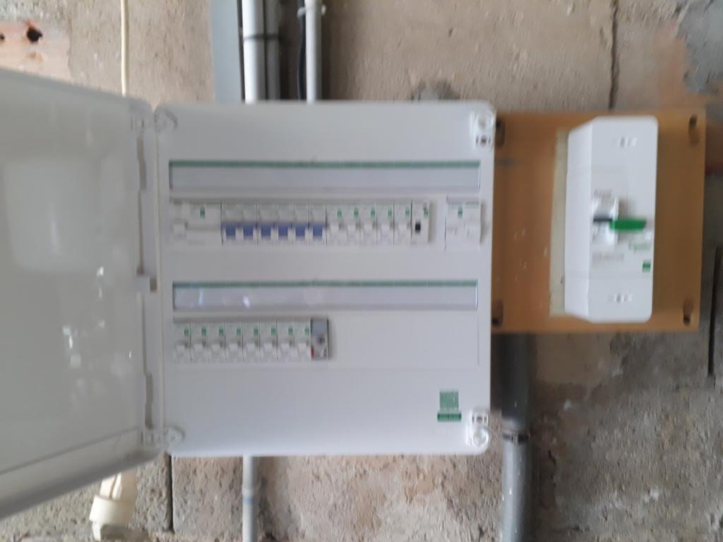 Réalisation d'une installation photovoltaïque 2 kwc en autoconsommation et vente du surplus-Bouches du Rhône (13)