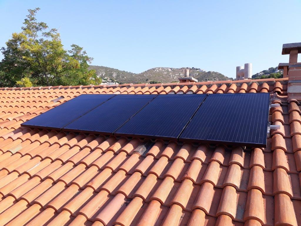 Réalisation d'une installation photovoltaïque 1.12 kwc en autoconsommation totale avec 4 capteurs hybrides-Bouches du Rhône (13)