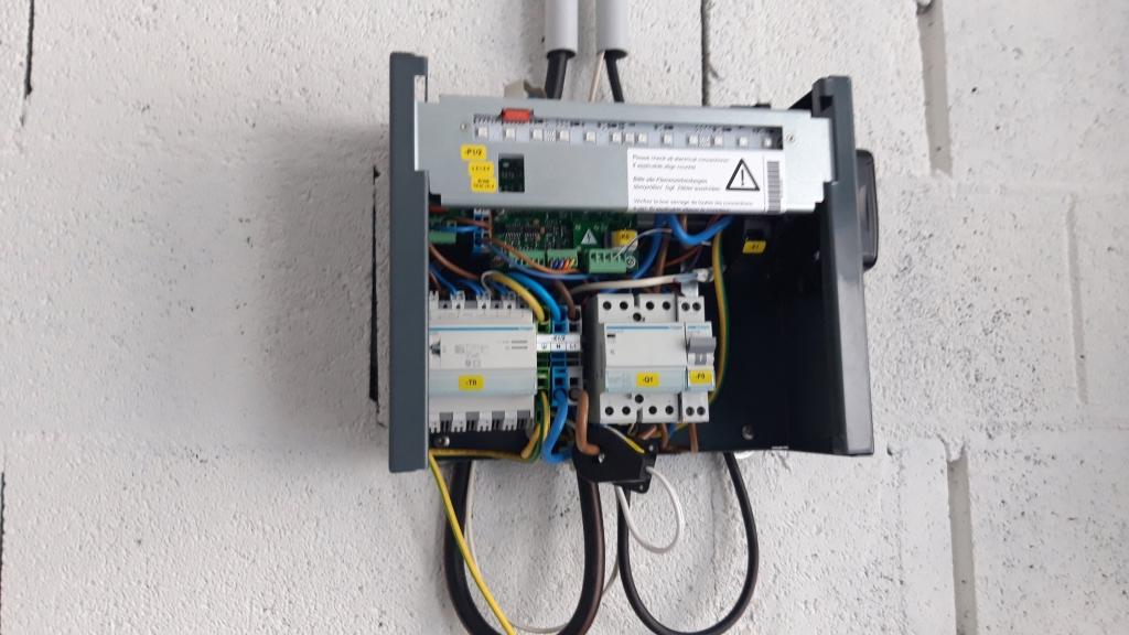 Mise en place d'une borne de recharge véhicule électrique-Bouches du Rhône (13)