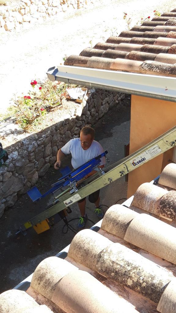 Installation d'un chauffe eau solaire thermique en appoint chaudière gaz en cascades-Bouches du Rhône (13)