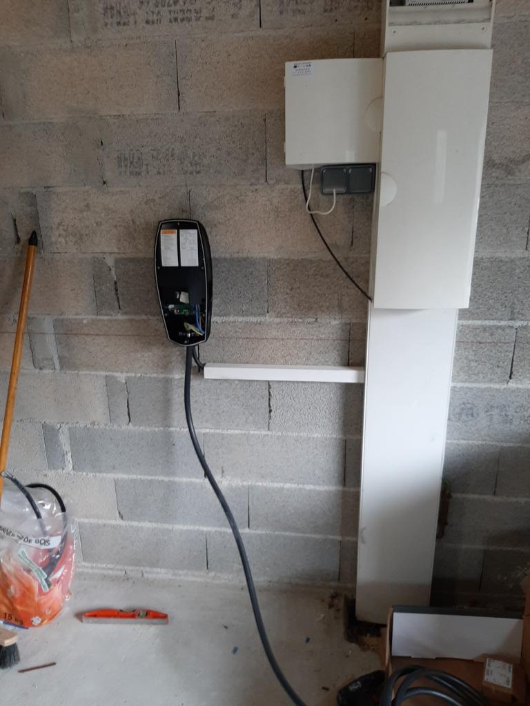 Installation d'une borne de recharge 7 kw TESLA pour Véhicule électrique-Bouches du Rhône (13)