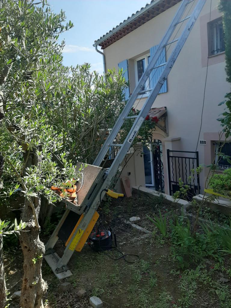Réalisation d'une installation photovoltaïque en auto-consommation de 2.97 Kwc Installation d'une borne de recharge VE 7 kw-Bouches du Rhône (13)