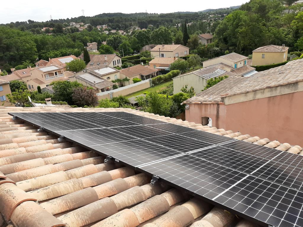 Réalisation d'une installation photovoltaïque en auto-consommation de 2.97 Kwc Installation d'une borne de recharge VE 7 kw