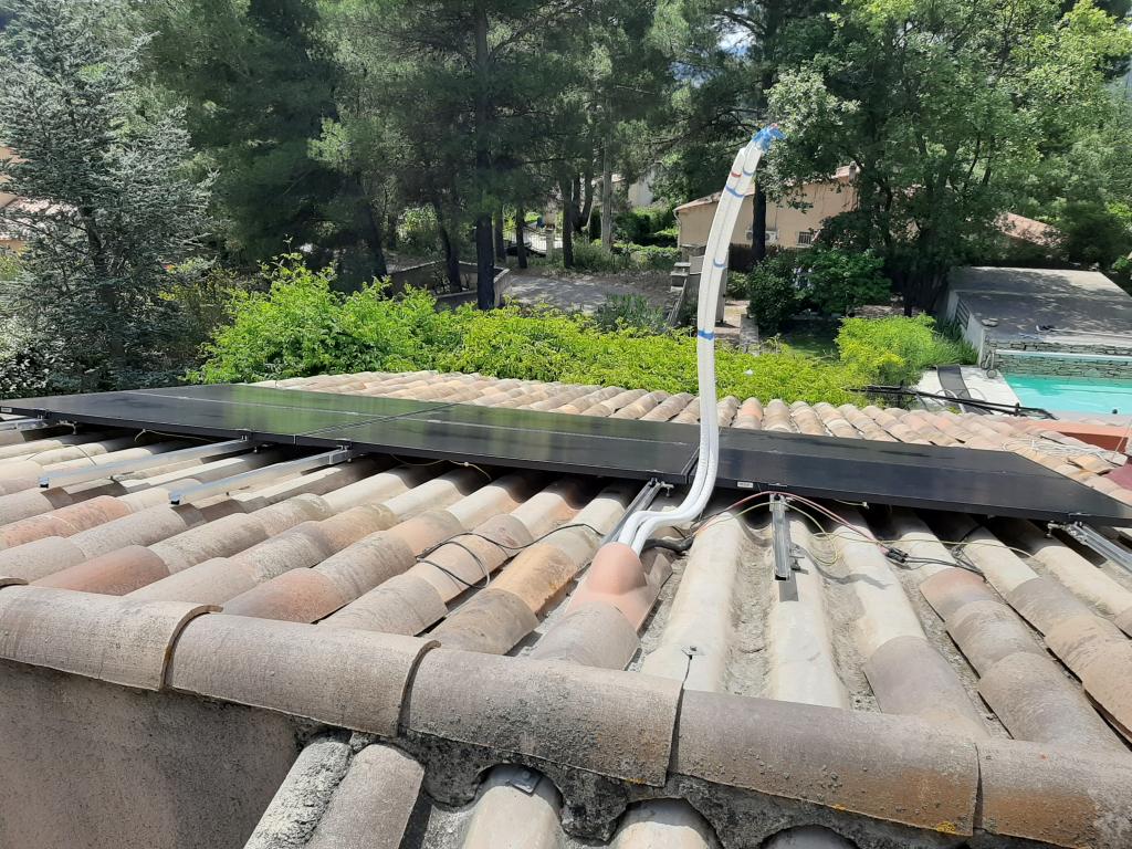 Réalisation d'une installation hybride (thermique + photovoltaïque en auto-consommation de 2.79 Kwc )-Bouches du Rhône (13)