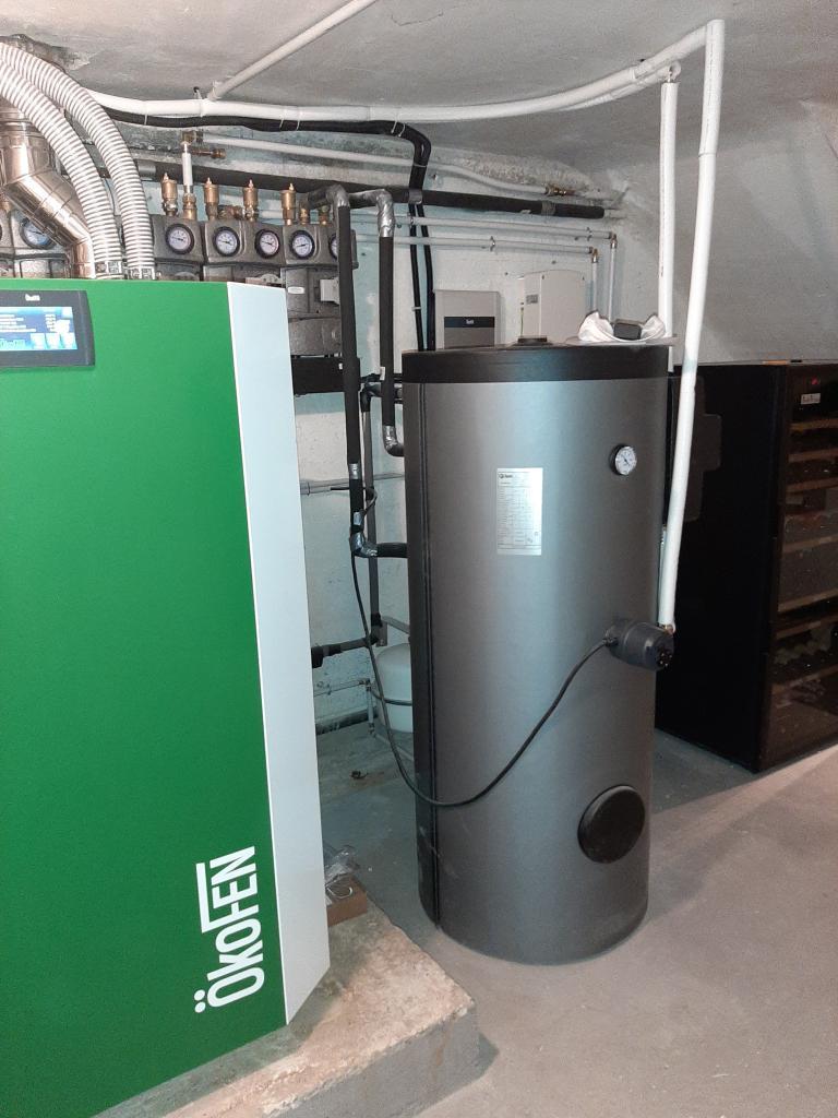 Réalisation d'une installation hybride (thermique + photovoltaïque en auto-consommation de 1.24 Kwc ) couplée à une chaudière granulés COMPACT OKOFEN