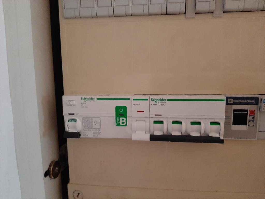 Installation d'une borne de recharge 11 kw triphasée pour Véhicule électrique-Bouches du Rhône (13)