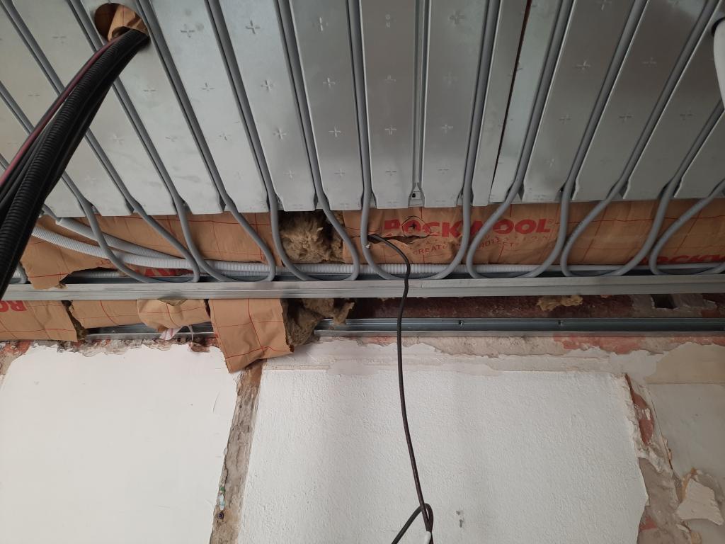 Installation d'un plafond chauffant rayonnant Innovert