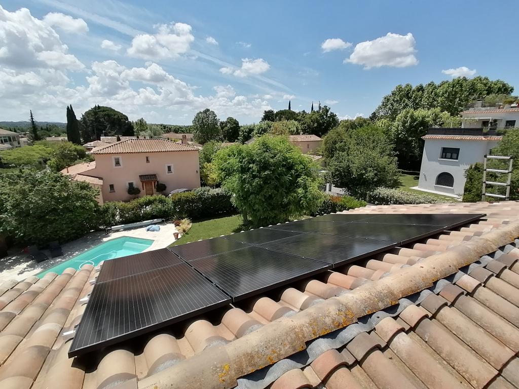 Installation solaire hybride photovoltaïque et thermique-Bouches du Rhône (13)